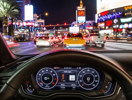 """Time-to-Green"": In the Audi virtual cockpit or head-up display, drivers see whether they will reach the next light on green while traveling within the permitted speed limit."