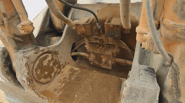 SKF HCC_ElectricHose-Connection-Control-mounted-on-an-excavator-shovel_maly