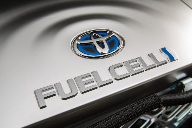 2016_Toyota_Fuel_Cell_Vehicle_016__mid