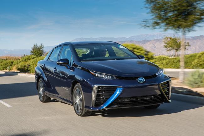 2016_Toyota_Fuel_Cell_Vehicle_020__mid
