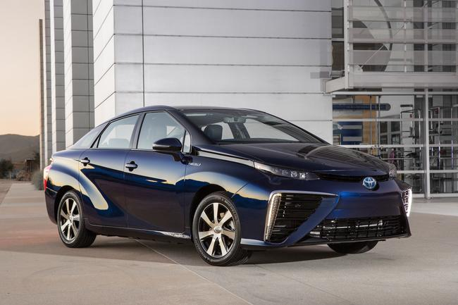 2016_Toyota_Fuel_Cell_Vehicle_031__mid