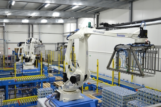 7-Strefa paletyzacji z 3 robotami - źródło PROMAG