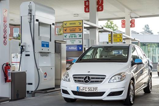 Eroeffnung der Tankstelle Jaffestrasse von Total in Berlin am 29.09.2014