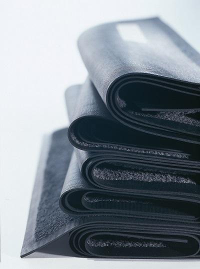 MEWA Fußmatten: Mit speziellen Fasern gegen Nässe und Schmutz.
